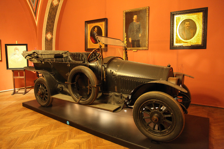 the car in which Franz Ferdinand and his wife sophie were assassinated
