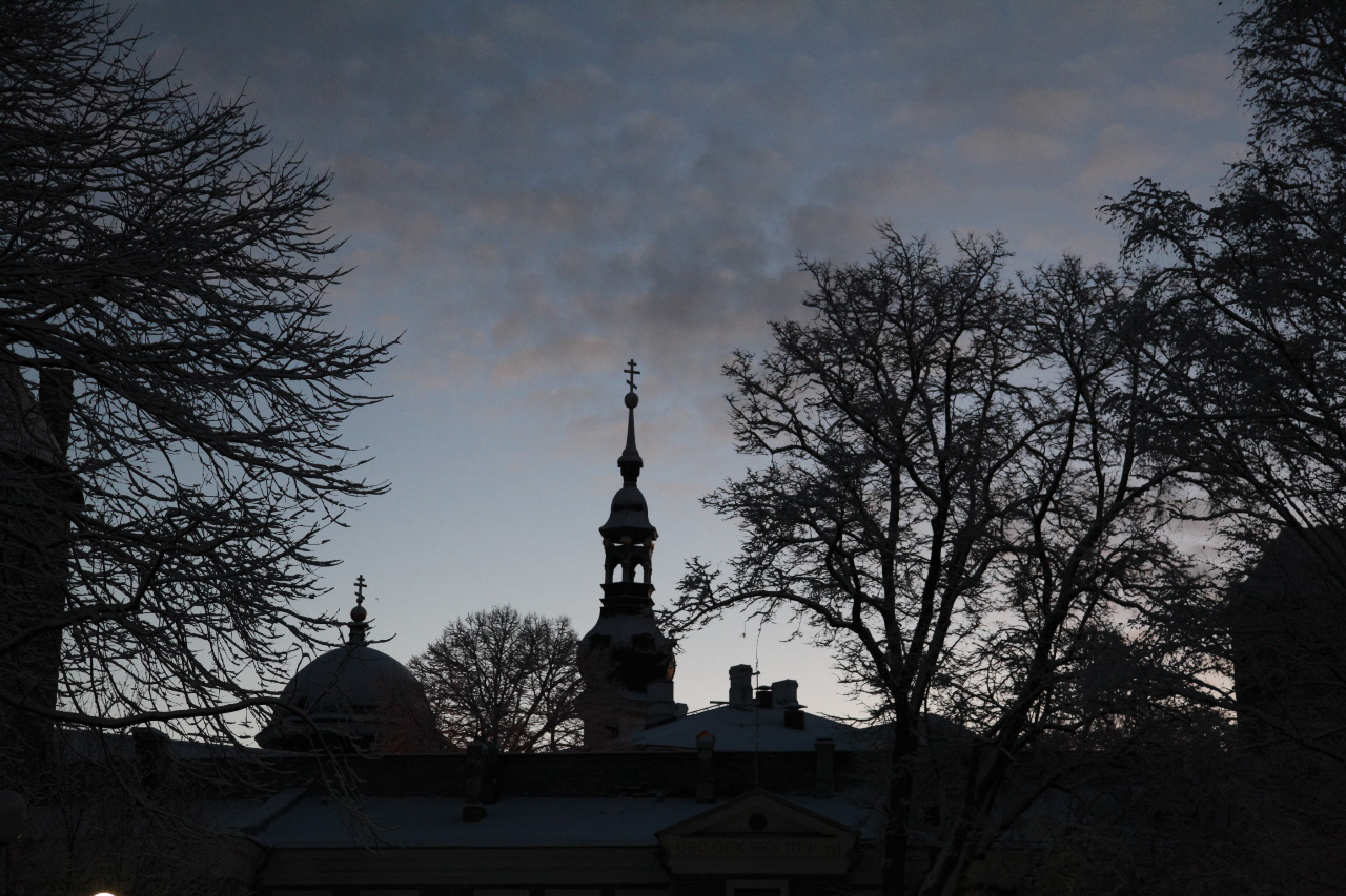 uec_ee_tallinn_dawn_with_orthodox_dome_and_spire