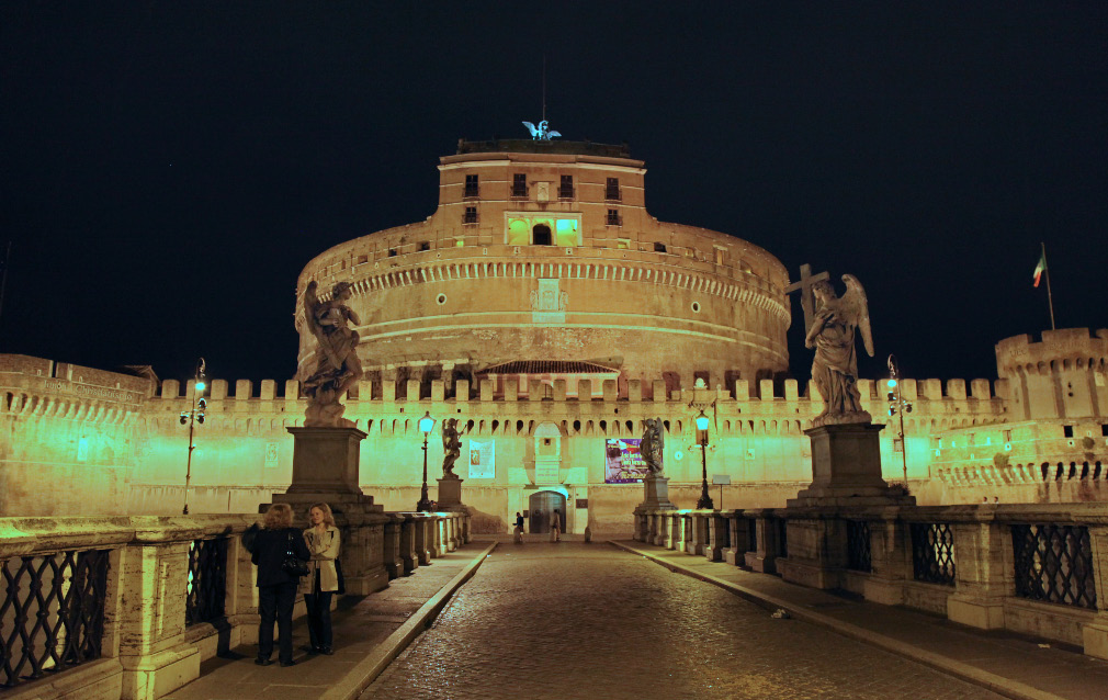 Ponte Sant'Angelo and leading up to the Castel Sant'Angelo