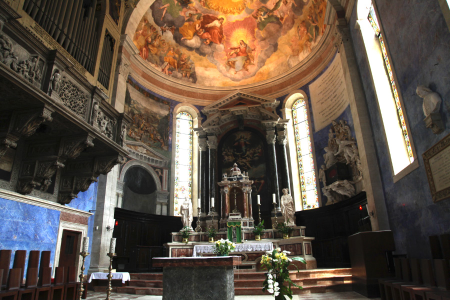 organ and high altar and apse of Basilica di Santa Maria Maggiore