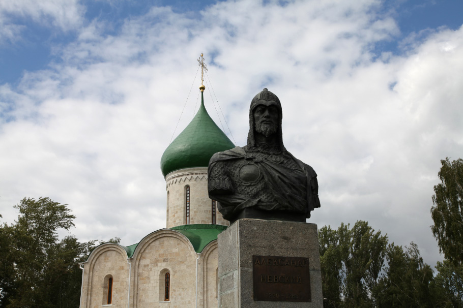 Alexander Yaroslavich Nevsky – Александр Ярославич Невский bronze at the Church of his baptism Спасо-Преображенский собор в Переславле-Залесском – Transfiguration Cathedral in Pereslavl-Zalessky