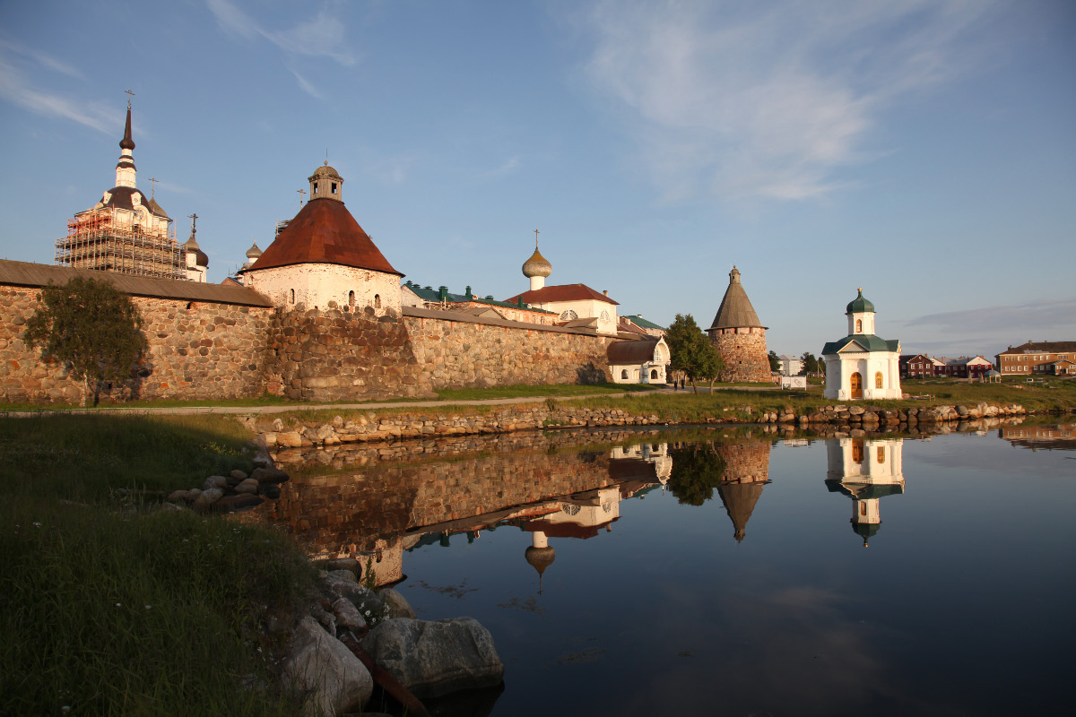 Solovyetsky Monastery outer Wall with Успенская Башня – Assumption Tower and Святые Ворота – Holy Gate center