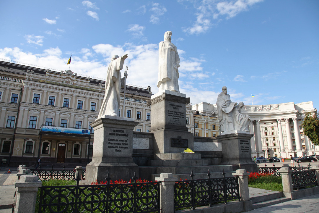 monument on Михайлівська Площа – Mykhailivska Square in central Kyiv to Apostle Andrew and Olga and Cyril and Methodius